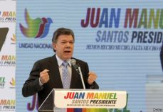 Santos at a campaign rally on 28 April 2014 (c) voanews.com